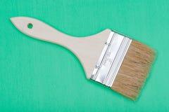 Vlak die Chip Painting Brush op groen wordt ge?soleerd royalty-vrije stock foto's