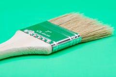 Vlak die Chip Painting Brush op groen wordt ge?soleerd royalty-vrije stock afbeelding
