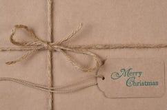 Vlak leg duidelijk verpakt pakpapier Kerstmis Huidig met streng royalty-vrije stock foto's