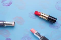 Vlak leg manier met lippenstiften, stock foto