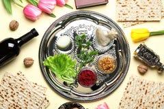 Vlak leg samenstelling met de symbolische punten en de maaltijd van Paschapesach stock afbeelding