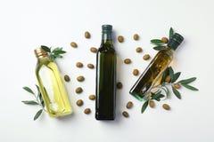 Vlak leg samenstelling met flessen olijfolie royalty-vrije stock afbeeldingen