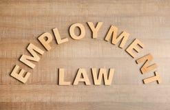 Vlak leg samenstelling met uitdrukkingsarbeidsrecht op houten achtergrond stock afbeeldingen