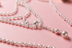 Vlak leg van creatieve vrouwelijke juwelen stock fotografie