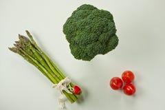 Vlak leg van groenten groen met rood Stock Afbeeldingen
