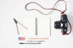 Vlak leg van kantoorbehoeften met Amerikaanse vlaggom, notitieboekje met Stock Afbeeldingen