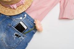 Vlak leg van vrouwelijke klerenuitrusting stock foto