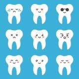 Vlak leuk de tandkarakter van het ontwerpbeeldverhaal met verschillende gelaatsuitdrukkingen, emoties Stock Foto's