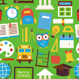 Vlak Naadloos Patroon terug naar Schoolvoorwerpen over Groen stock illustratie