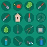 Vlak vastgesteld vector de tuinmankarakter van het tuinmateriaal met de landbouw van de harkillustratie de landbouwhulpmiddelen stock illustratie