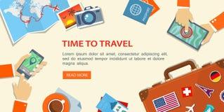Vlakke banner van reis planning Desktop met obiects en handen stock illustratie