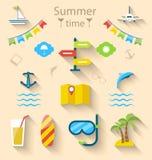 Vlakke kleurrijke vastgestelde pictogrammen van reis op vakantiereis, toerisme Stock Foto's