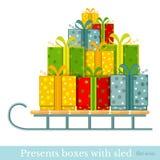 Vlakke nieuwe jaar gift-doos op slee op wit Stock Fotografie