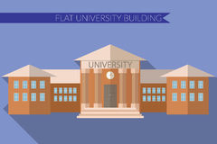 Vlakke ontwerp moderne vectorillustratie van Universitair de bouwpictogram, met lange schaduw op kleurenachtergrond Stock Foto's