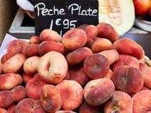 Vlakke perziken voor verkoop Royalty-vrije Stock Foto
