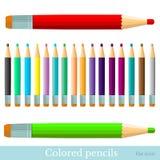 Vlakke reeks van rood greenviolet geel blauw zwart bruin oranje grijs van kleurenpotloden Stock Foto