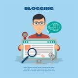 Vlakke samenstelling met mannetje blogger en de camera van het computerweb Stock Fotografie