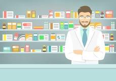 Vlakke stijl jonge apotheker bij apotheek tegenover planken van geneesmiddelen Stock Afbeeldingen