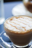 Vlakke witte koffie Stock Afbeelding