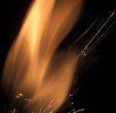 Vlam die op zwarte dansen stock afbeeldingen