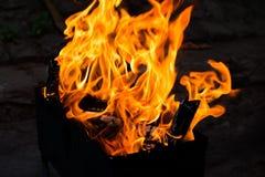 Vlam van brand in de grill Royalty-vrije Stock Foto's