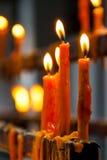 Vlam van het branden van kaarsen in een tempel Stock Afbeelding
