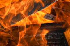 Vlammen en Logboeken stock afbeeldingen