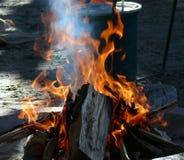 Vlammen en rook Royalty-vrije Stock Foto's