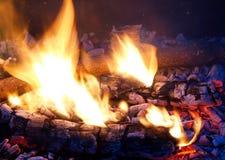 Vlammen en Sintels Stock Foto