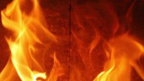 Vlammen van een Open haard stock footage