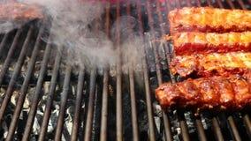 Vlammend geroosterd vlees stock videobeelden
