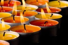 Vlammende kaarsen Stock Foto