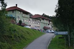 Vlasina See, Serbien - herrlich, 5 2018: Hotel Narcis stockfoto