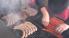 Vlees bij de barbecuegrill stock videobeelden
