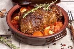 Vlees dat met groenten wordt gebakken royalty-vrije stock fotografie