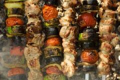 Vlees en geroosterde groenten Barbecue Stock Foto