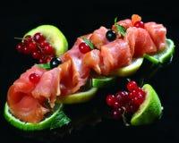 Vlees en groene citroen Stock Afbeeldingen