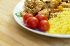 vlees en rijst met groenten op schotel Royalty-vrije Stock Foto