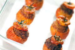 Vlees Gevulde Tomaten Stock Afbeeldingen