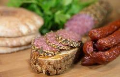 Vlees met brood en worsten Stock Afbeelding