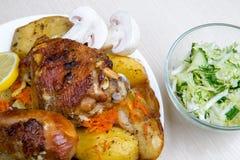 Vlees met paddestoelen en groenten Stock Foto