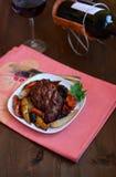 Vlees met peren en droge vruchten Royalty-vrije Stock Foto's