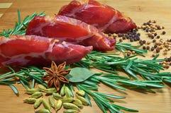 Vlees met rozemarijn Stock Afbeelding
