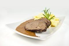 Vlees met saus en aardappel Stock Foto's