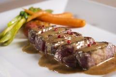 Vlees met saus en groenten Stock Foto's