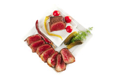 Vlees met tomaat en komkommers royalty-vrije stock afbeelding