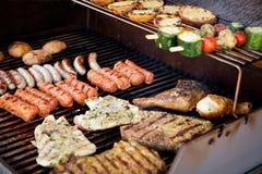 Vlees op BBQ Stock Foto's