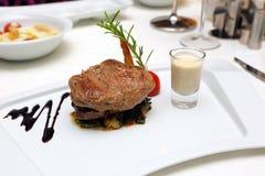 Vlees op een plaat Royalty-vrije Stock Afbeeldingen