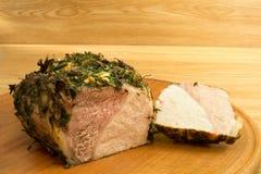 Vlees op een ronde board6 wordt gebakken die Royalty-vrije Stock Afbeelding