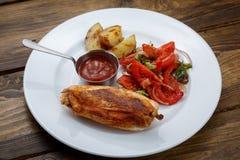 Vlees op het been met saus stock fotografie